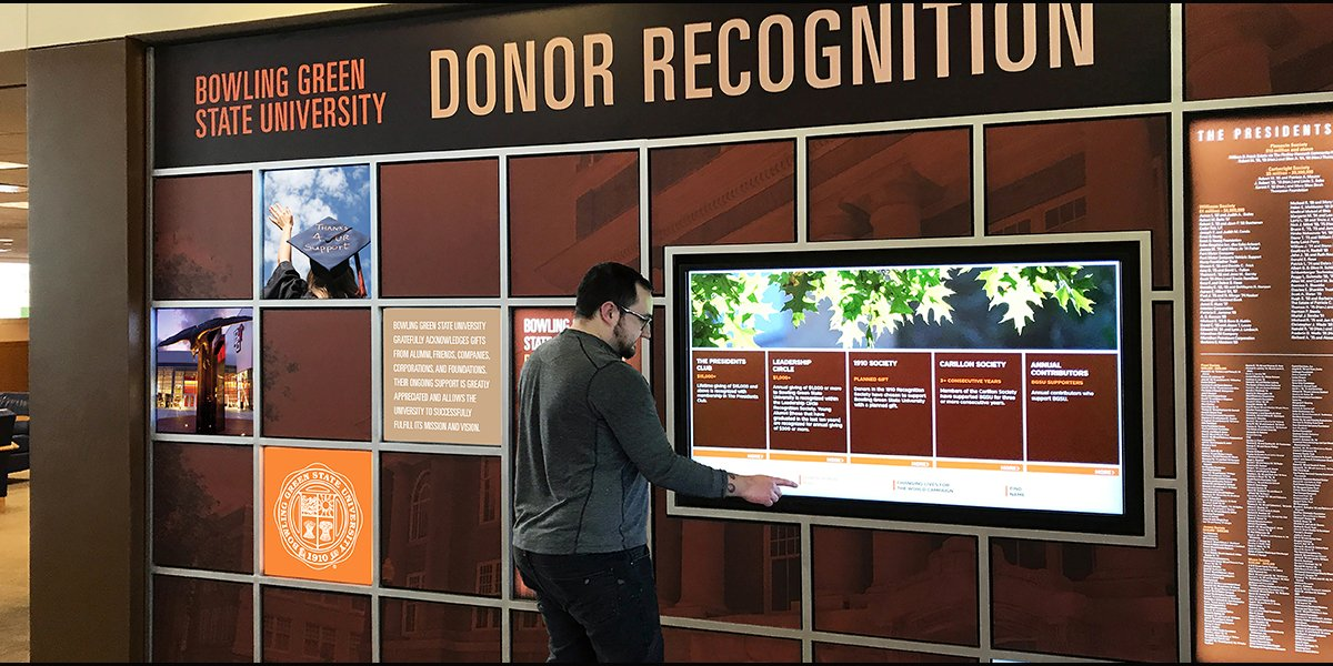University-donor-wall_home_page_Donorsigns